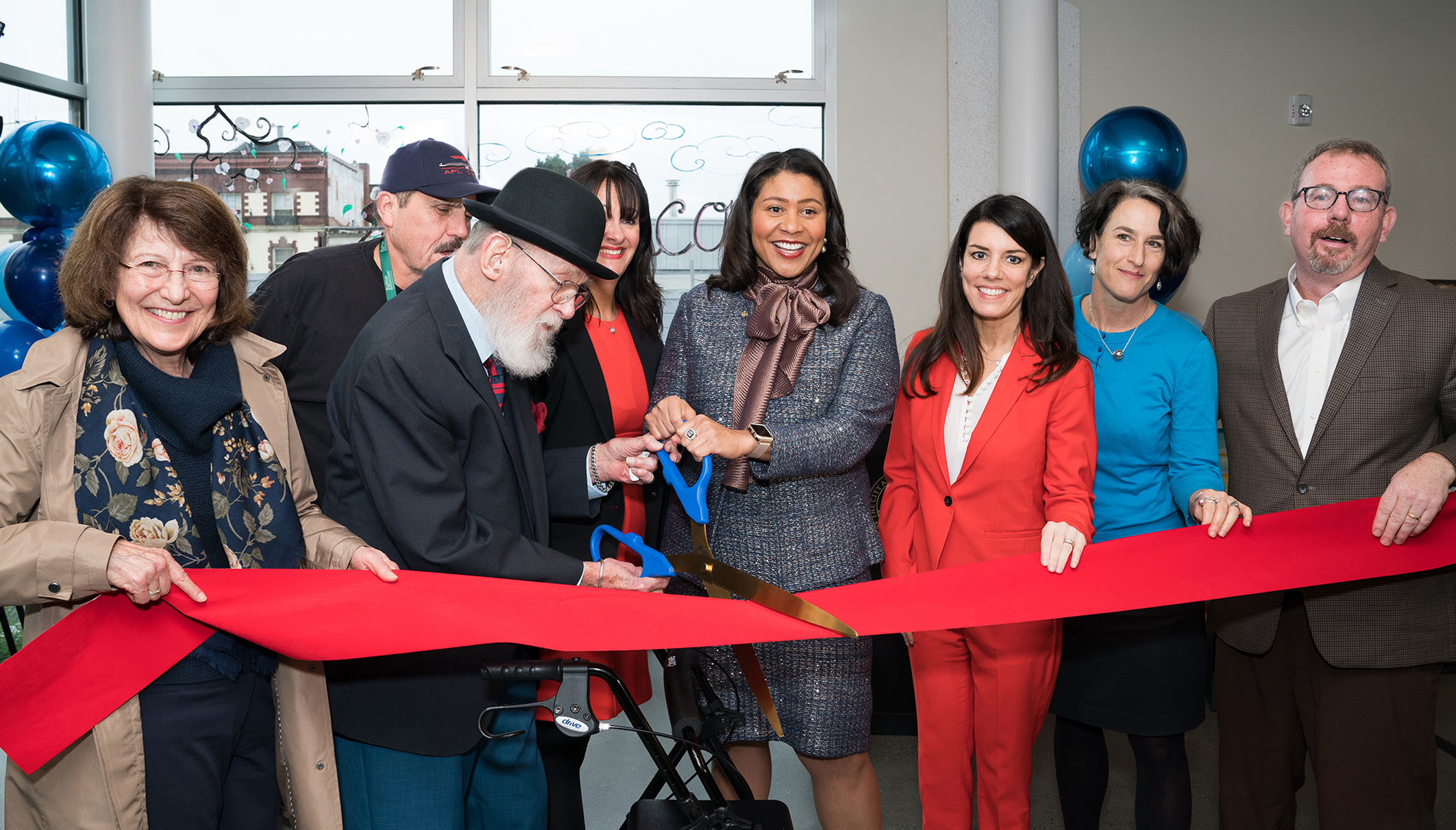 mayor-london-breed-cuts-ribbon-at-2698-california