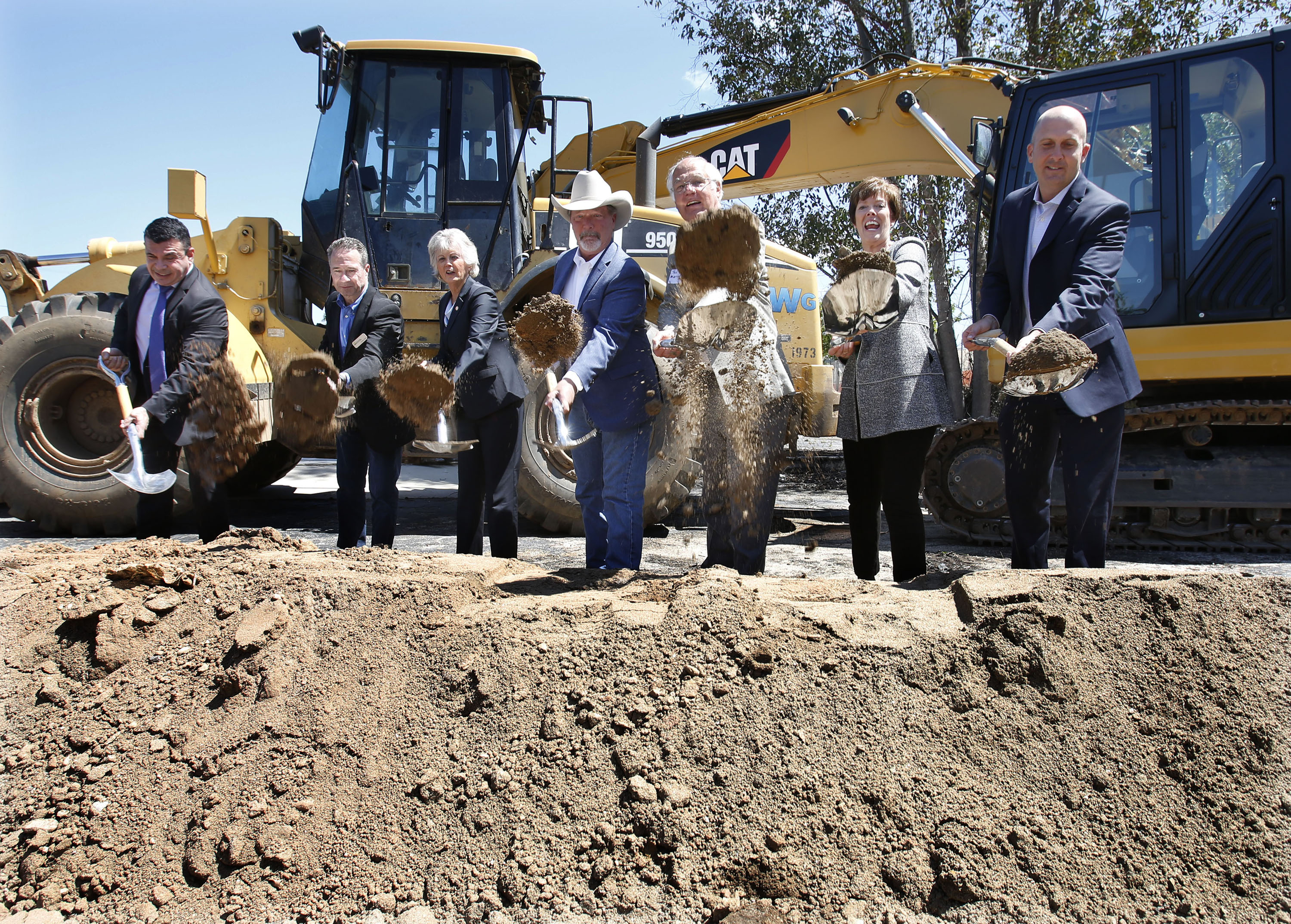 Villa de Vida breaking ground with shovels