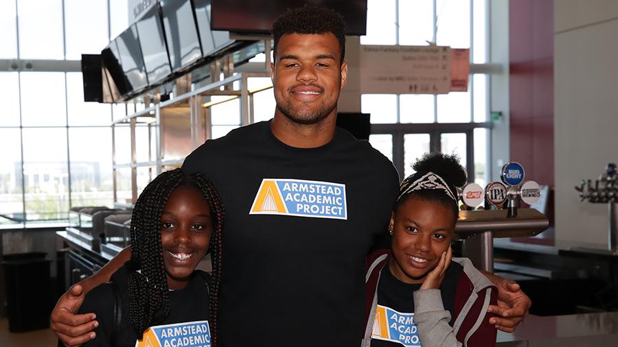 Arik Armstead with two kids